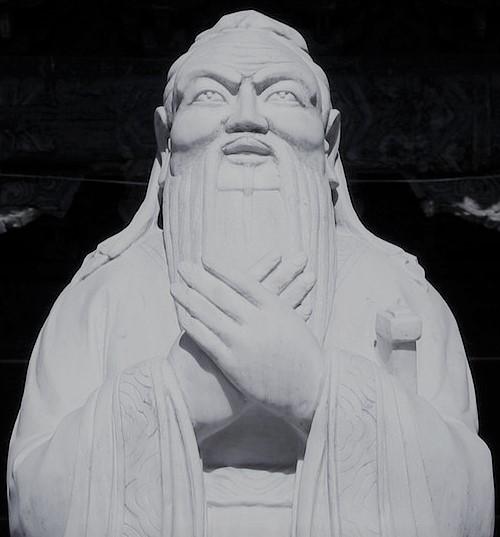 Confucius_statue_in_beijing_(cropped)